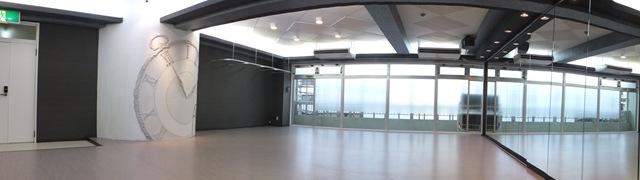 柏貸しスタジオのスタジオ内画像 床 天井 鏡